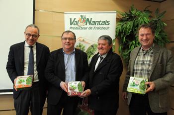De gauche à droite : Maxime Vandoni, directeur général de Terrena, Hubert Garaud, président de Terrena, Patrick Briand, président de Val Nantais et Didier Baley, directeur général de Val Nantais