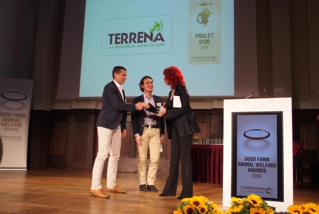 Terrena reçoit le trophée du « poulet d'or » pour le poulet NA-La Nouvelle Agriculture®
