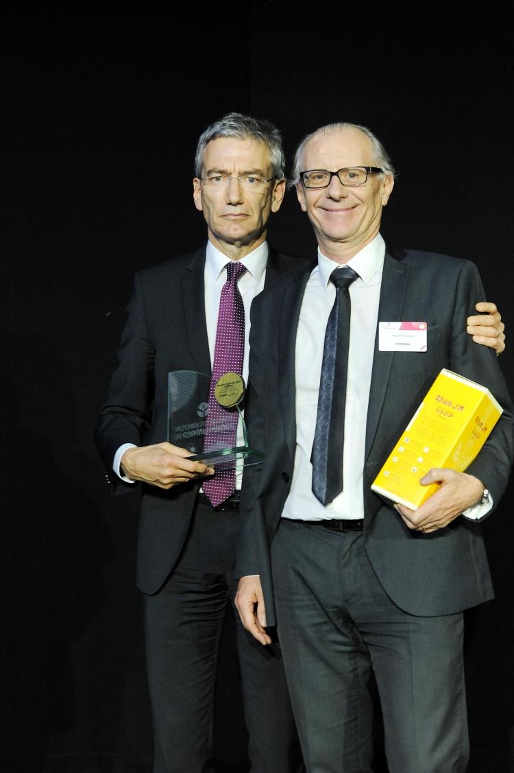 Philippe Grié, directeur des ressources humaines du Groupe Terrena et Philippe Bour, directeur des affaires sociales du Groupe Terrena et DRH du Pôle Végétal Spécialisé, lors de la remise de prix.